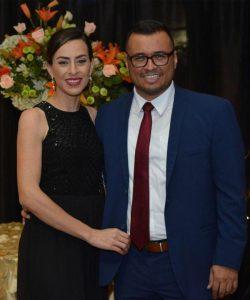 El Ing. Fabián Vargas, junto a su esposa, Gabriela Naranjo,  durante el evento de entrega del Premio Crestones 2018, en el auditorio del Centro Victoria.